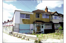 4 bed Terraced property in 28 Grayscroft Road...