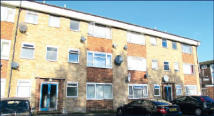 Flat for sale in 17 Horsham Court...