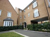 Flat to rent in Crackthorne Drive...