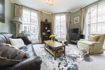2 bedroom Flat in Coleherne Road...