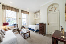 Ground Flat for sale in Courtfield Road, London...