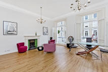 Flat for sale in Harcourt Terrace...
