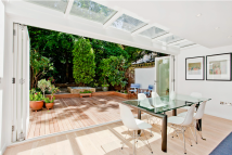 Flat for sale in Cathcart Road...