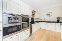 2 bedroom Flat to rent in Egerton Gardens, SW3