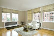 2 bedroom Flat in Oakwood Court, W14