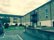 Flat to rent in Glandford Way...