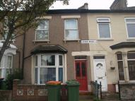 2 bedroom property to rent in Louise Road, Stratford