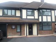 2 bed Flat to rent in Fencepiece Road, Chigwell
