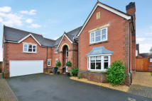 5 bedroom Detached home in Croft Gardens...