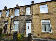 3 bedroom Terraced property to rent in Dyson Street, Moldgreen