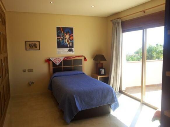 4 Huge Bedrooms