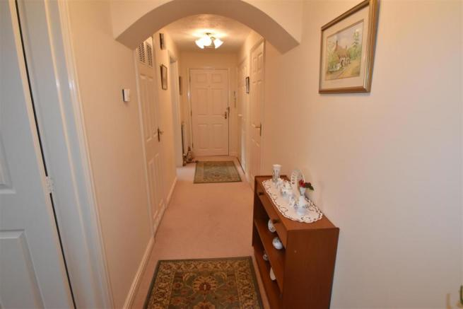 Hallway view to fron