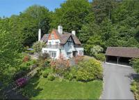 6 bed Detached house in Polecat Valley, Hindhead...