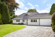 4 bedroom Bungalow in Alcocks Close, Kingswood