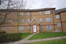 Flat to rent in Chamberlayne Avenue...