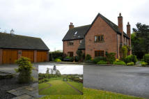 6 bedroom Detached house in The Grange, Wychnor Park...