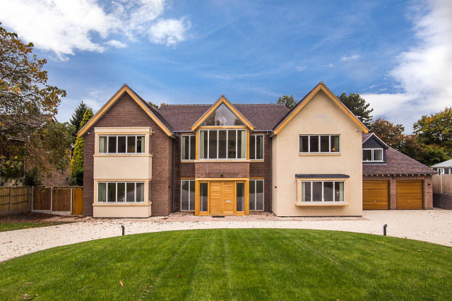 6 Bedroom Detached House For Sale In Squirrel Walk Little