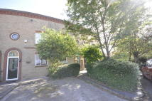 2 bed Terraced property in Wellington Crescent...