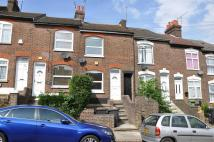 Terraced property to rent in Milton Road, LUTON