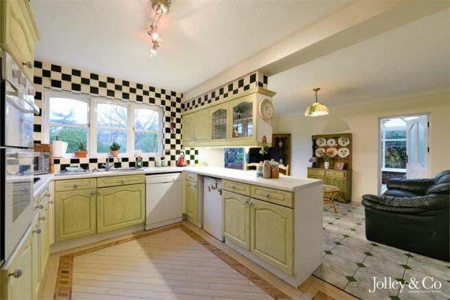 Kitchen / Family Ro