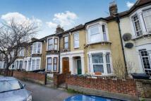 2 bedroom Flat in Warren Road, London, E10