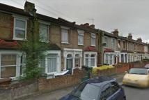 2 bedroom house in Woodend Road, E17