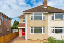 3 bed semi detached property to rent in Burdell Avenue, Oxford...