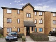 2 bedroom Flat to rent in Avens Court, Bream Close...