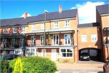 Town House to rent in Stone Court, Worth...