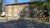 Flat to rent in Lansdowne Road, Croydon...