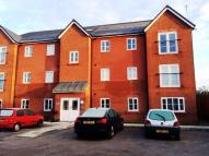 Flat to rent in Hollins Court...