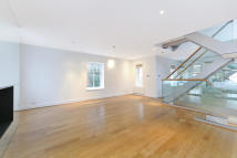 4 bed Mews in Clabon Mews, Chelsea