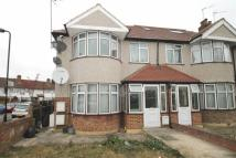 2 bedroom Flat to rent in Whitton Avenue West...