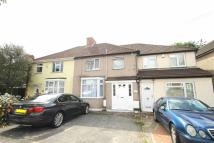 Flat to rent in Halsbury Road East...