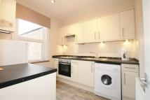 Flat to rent in High Street, Northwood...