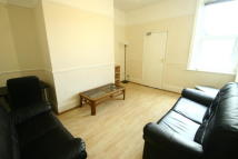 Ground Flat to rent in Wolseley Gardens...