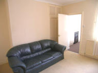 Ground Flat to rent in Rosalind Avenue...