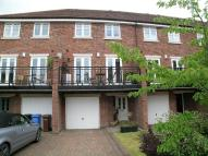 4 bedroom Mews to rent in Treetops Close, Marple