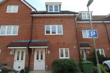 3 bed Town House to rent in Hut Farm Place...