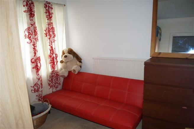 BEDROOM 3 (MIDDLE)