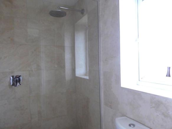 EN SUITE WET ROOM/W.C.