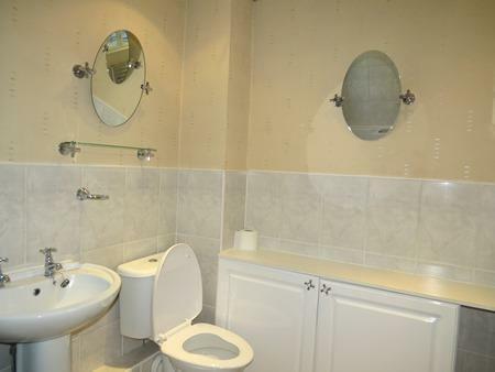UPGRADED COMBINED BATHROOM/W.C.