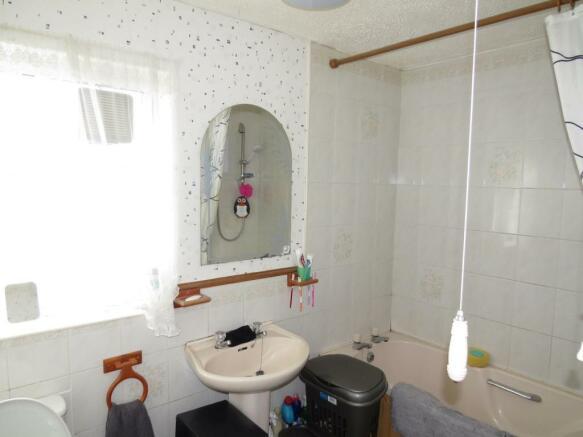 COMBINED BATHROOM /