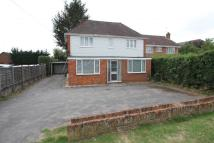 3 bed semi detached house to rent in Reading Road, Wokingham...