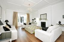4 bed Flat in Belsize Square...