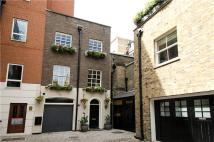 1 bedroom Mews in Brick Street, London, W1J