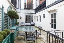 2 bed Flat in Hill Street, London, W1J