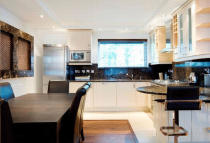 Apartment to rent in Ridgmount Street, London...