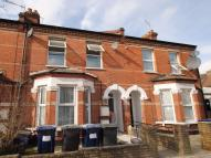 Flat to rent in Ravenshurst Avenue...