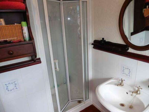 2nd Bedroom En Suite